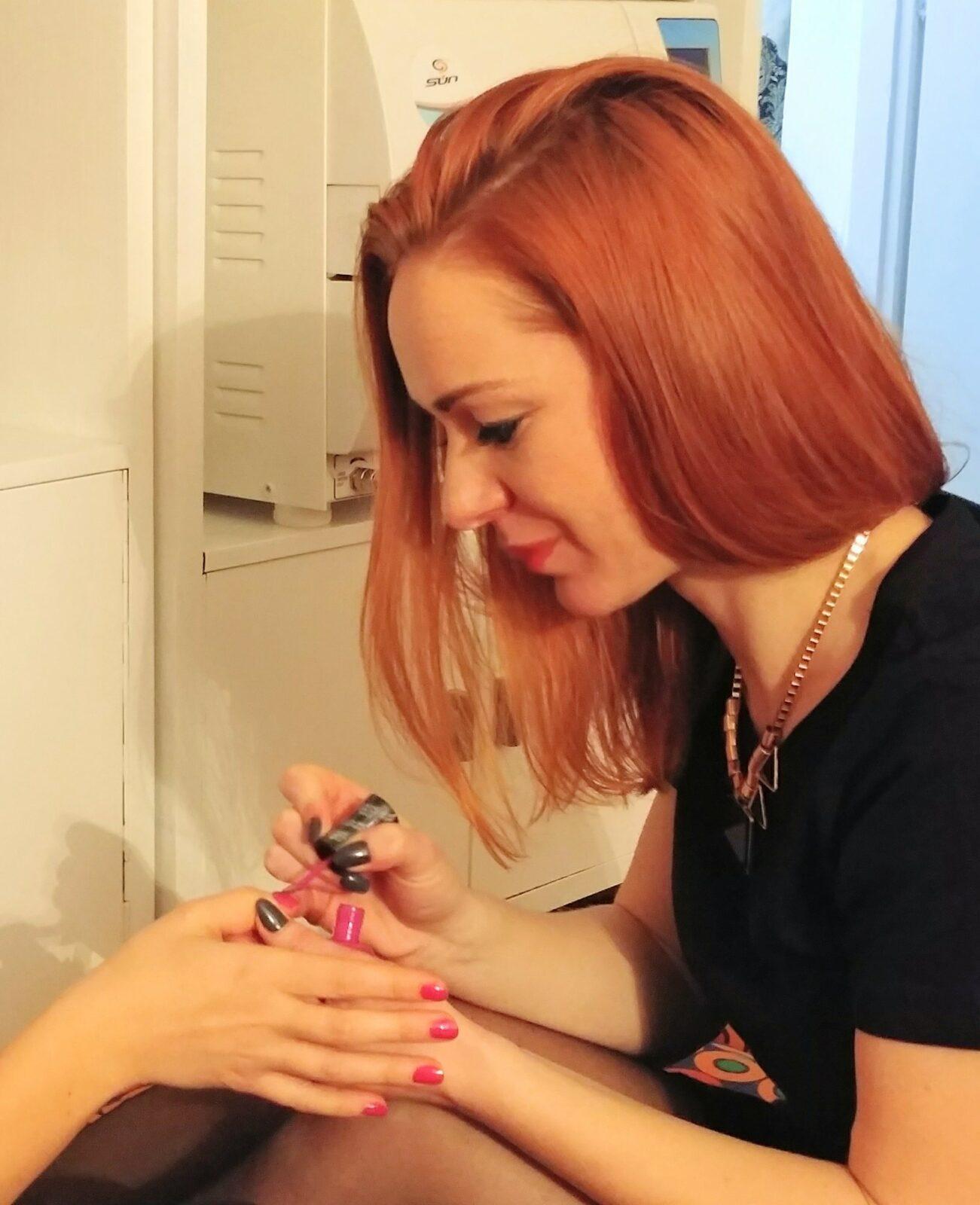 paznokcie manicure manikiurzystka stylistka lakier