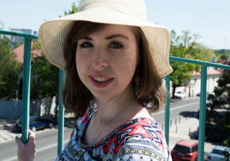 lednica dziewczyna kapelusz lato sukienka chrześcijanka z sąsiedztwa