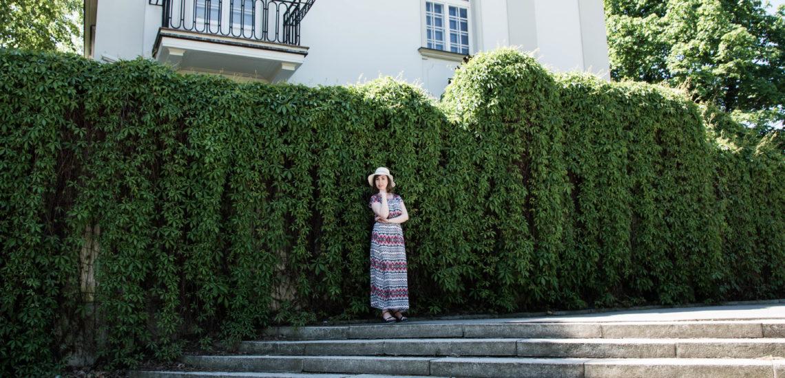 sukienka kapelusz lato bluszcz zieleń winorośl