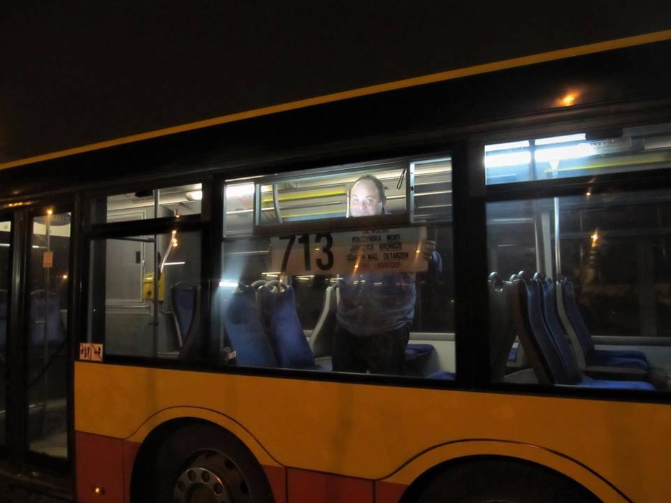 Kierowca autobus pasażer przystanek noc