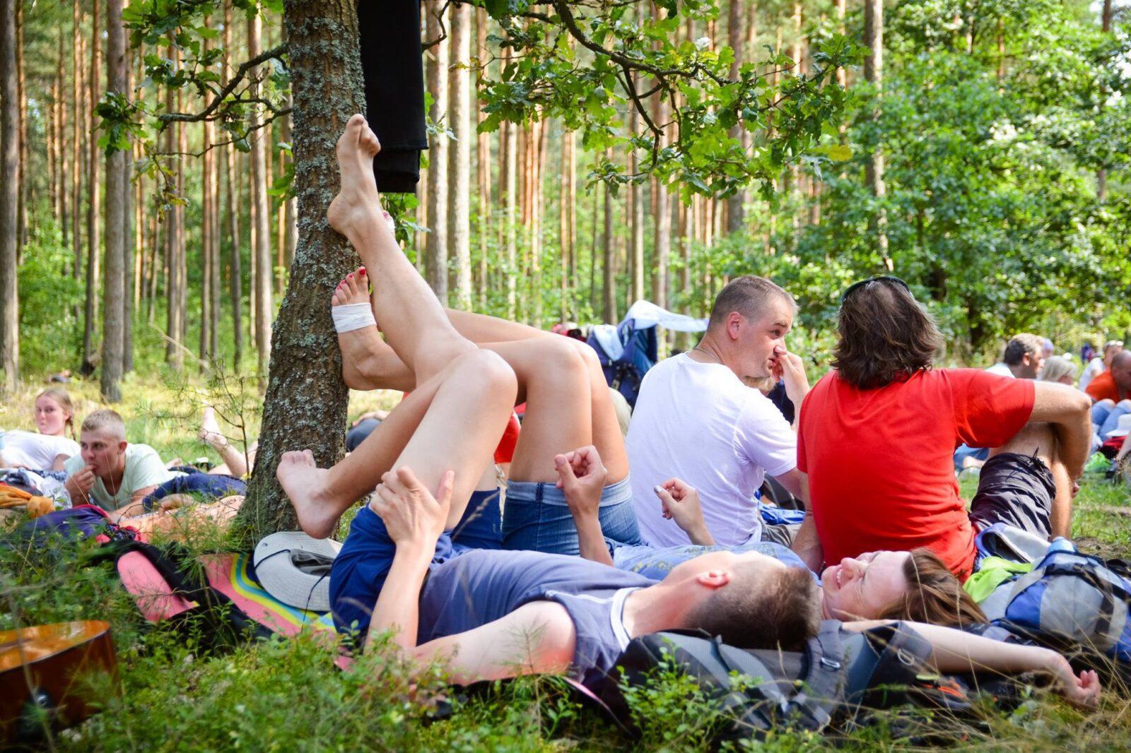 pielgrzymka WAPM postój las pielgrzymi piknik wlesie