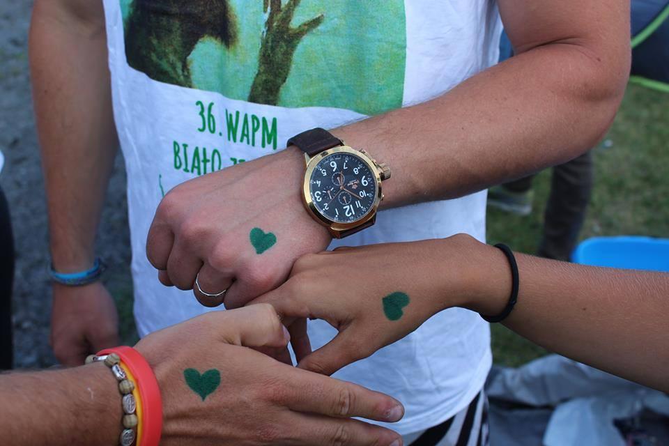 Biało-zielona pielgrzymka częstochowa błonia jasna góra serce czas zegarek