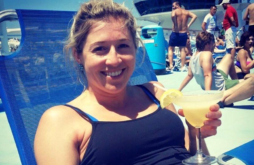 Holly Butcher rak nowotwór śmierć dziewczyna plaża drinki