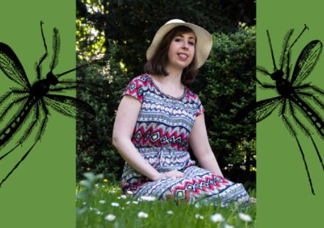 komary owady trawa park kapelusz wakacje dziewczyna kobieta na trawie