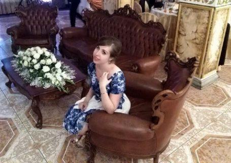 Skąpana w luksusie pieniądze bogactwo ubogi człowiek hotel wesele